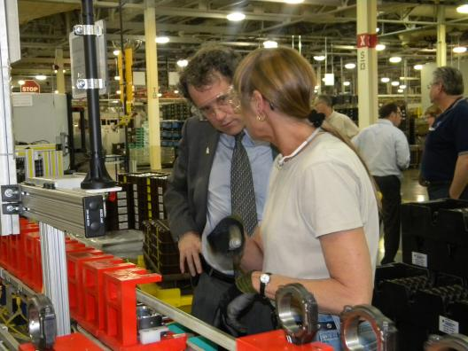Sen. Brown visits Ford Engine Plant #1