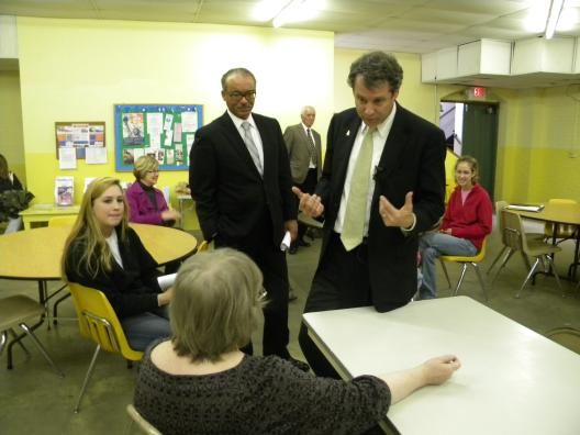 Sen. Brown, Mayor Coleman Visit Columbus Food Pantry