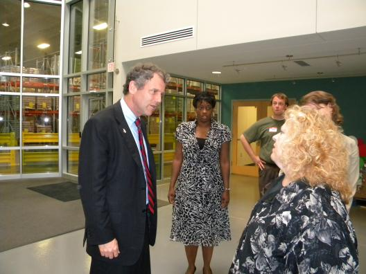 Sen. Brown's visit to the Mid-Ohio food bank