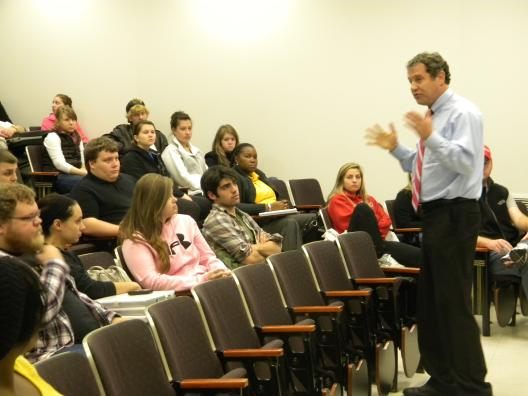 Sen. Brown visits the University of Akron