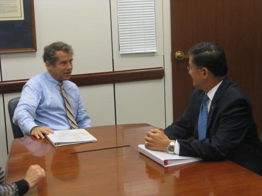 Sen. Brown meets with Veterans Affairs Secretary Shinseki