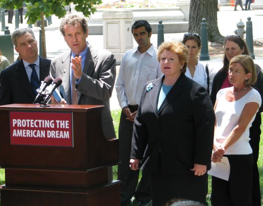 Senator Brown joins Senators Whitehouse and Stabenow to discuss Democrats' efforts to extend unemployment benefits