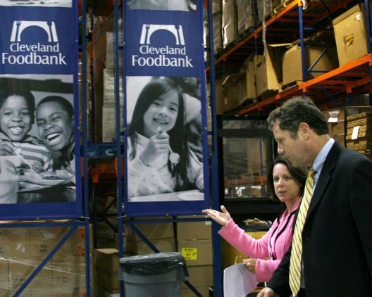 Senator Brown at the Cleveland Food Bank