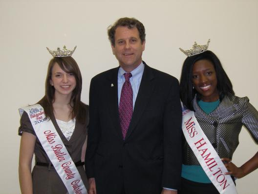 Senator Brown visits with the Miss Hamilton and Miss Butler County Outstanding Teens