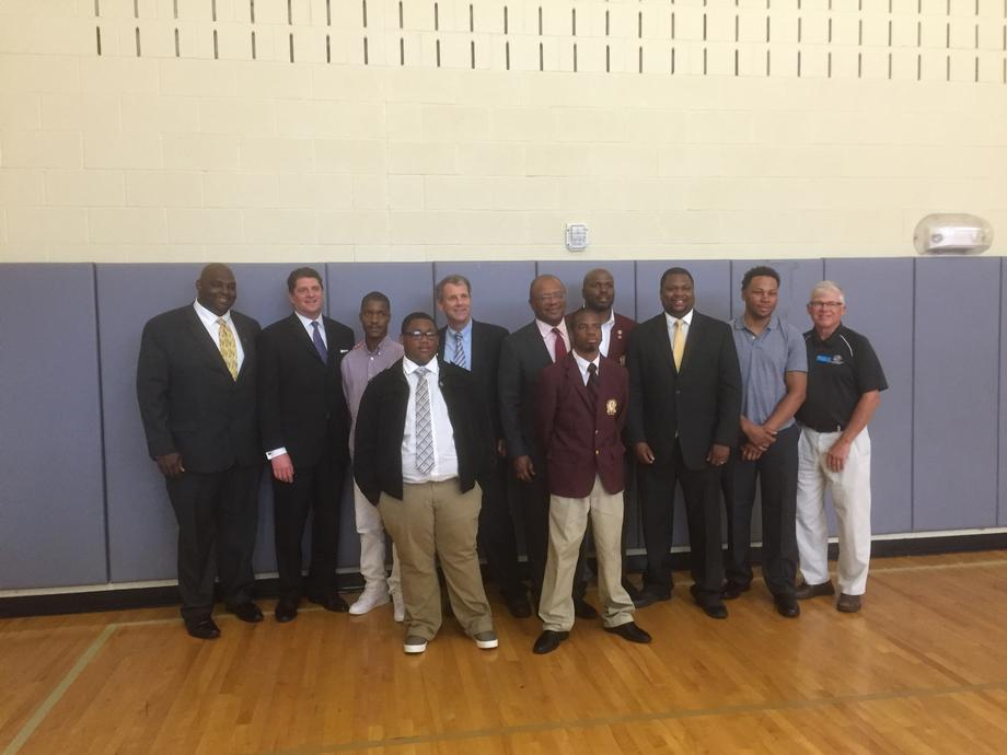"""Sen. Brown and White House """"My Brother's Keeper"""" Leader Launch Mentoring Program"""