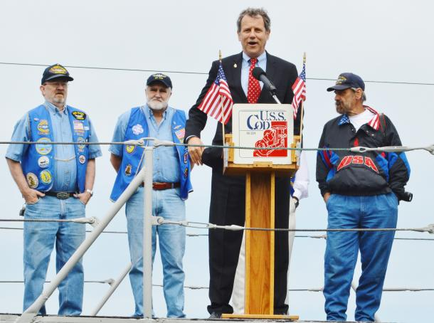 Calling on the Federal Government to Buy American Made Flags